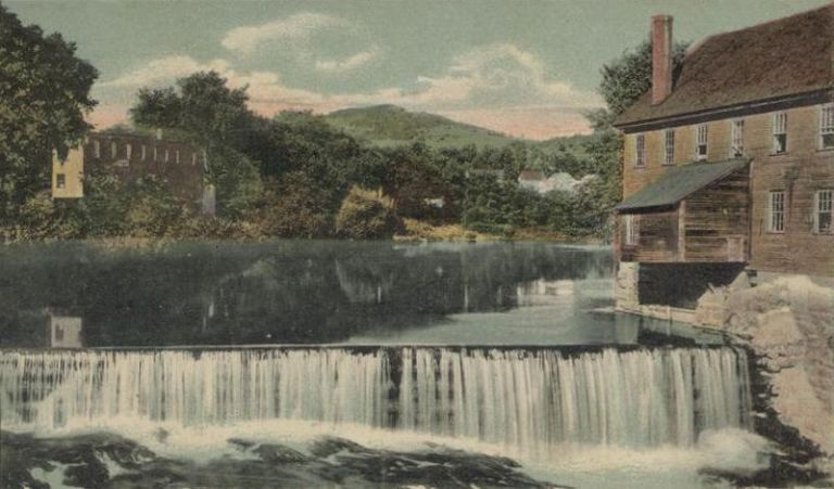 800px-Green_Mountain_and_Sugar_River,_Claremont,_NH
